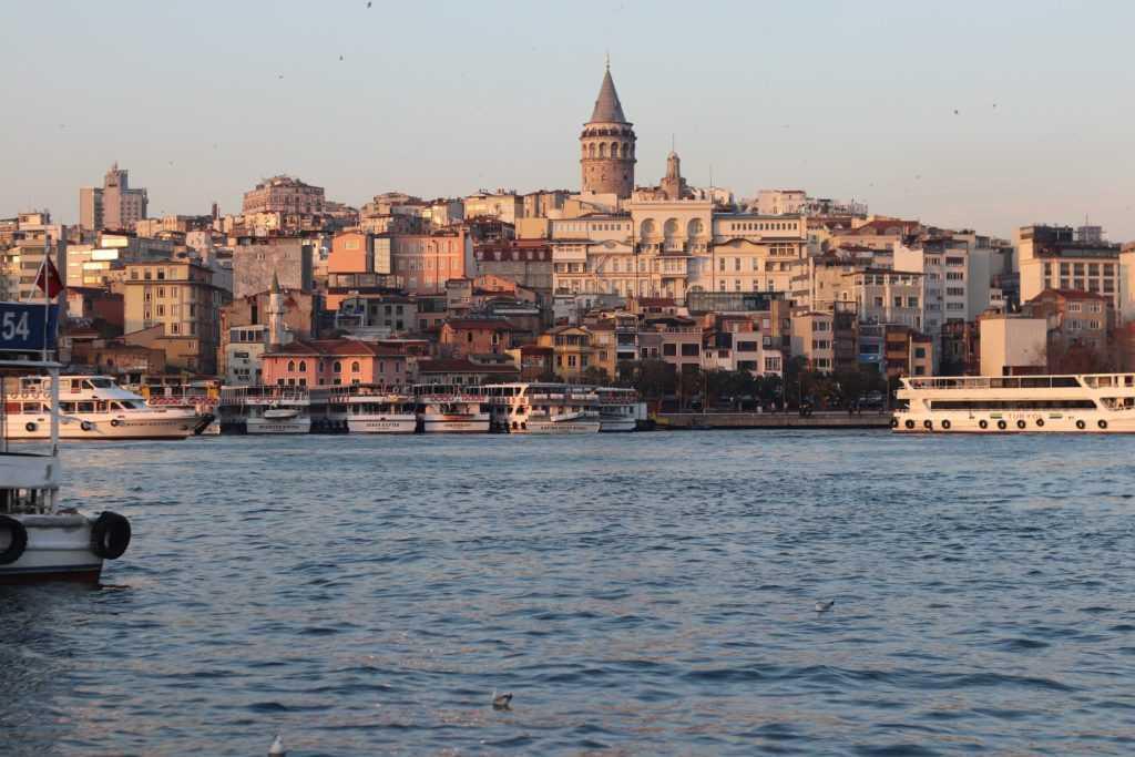 Турция возобновляет авиасообщение с 40 странами в июне