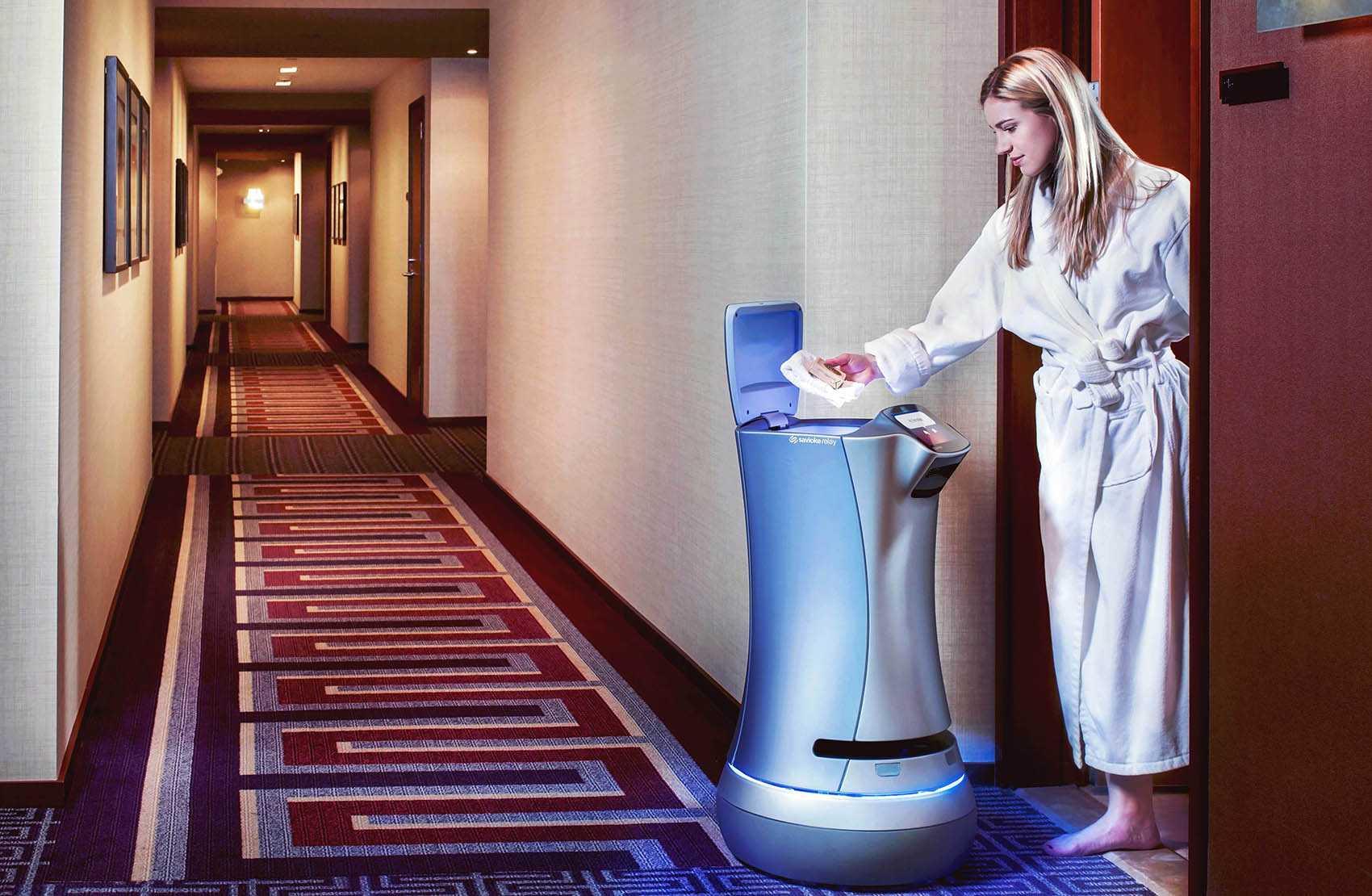 В Калифорнии в отель робот доставляет вино