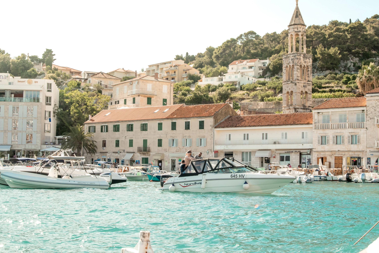 Хорватия разрешила въезд украинским туристам