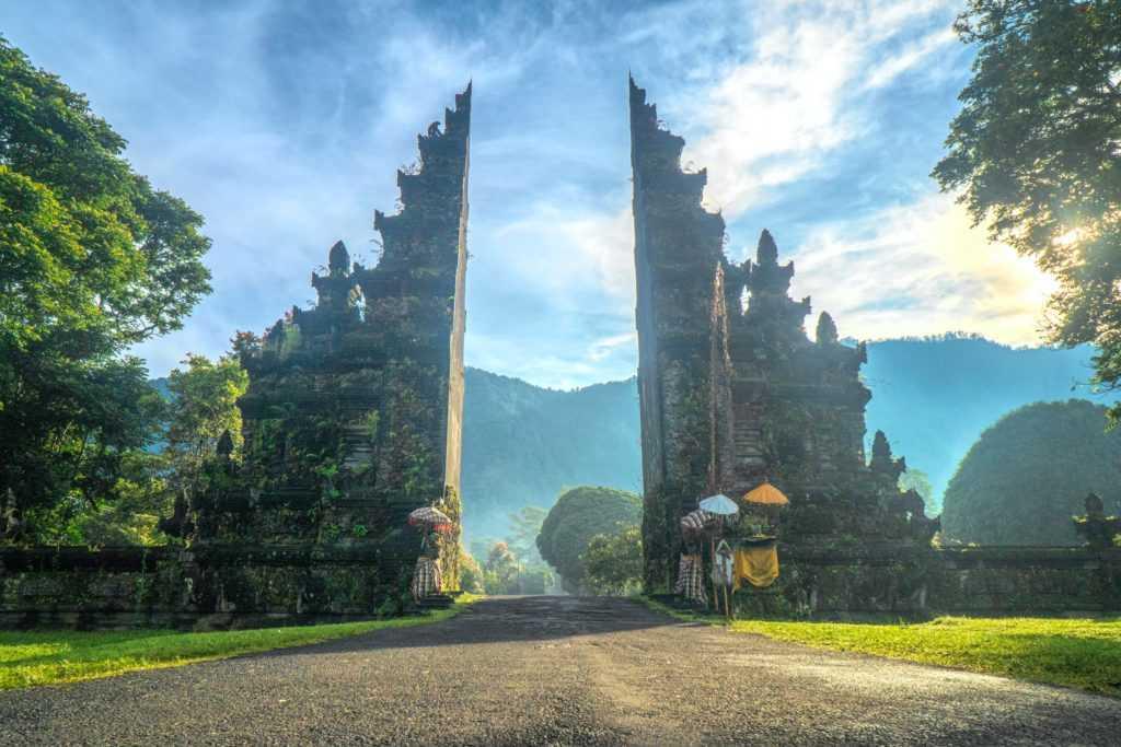 Власти Бали назвали дату приема туристов