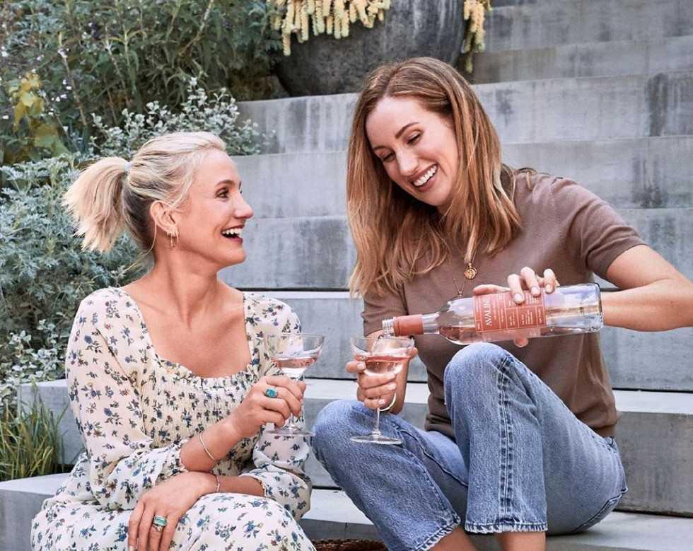 Кэмерон Диас показала, как правильно пить вино