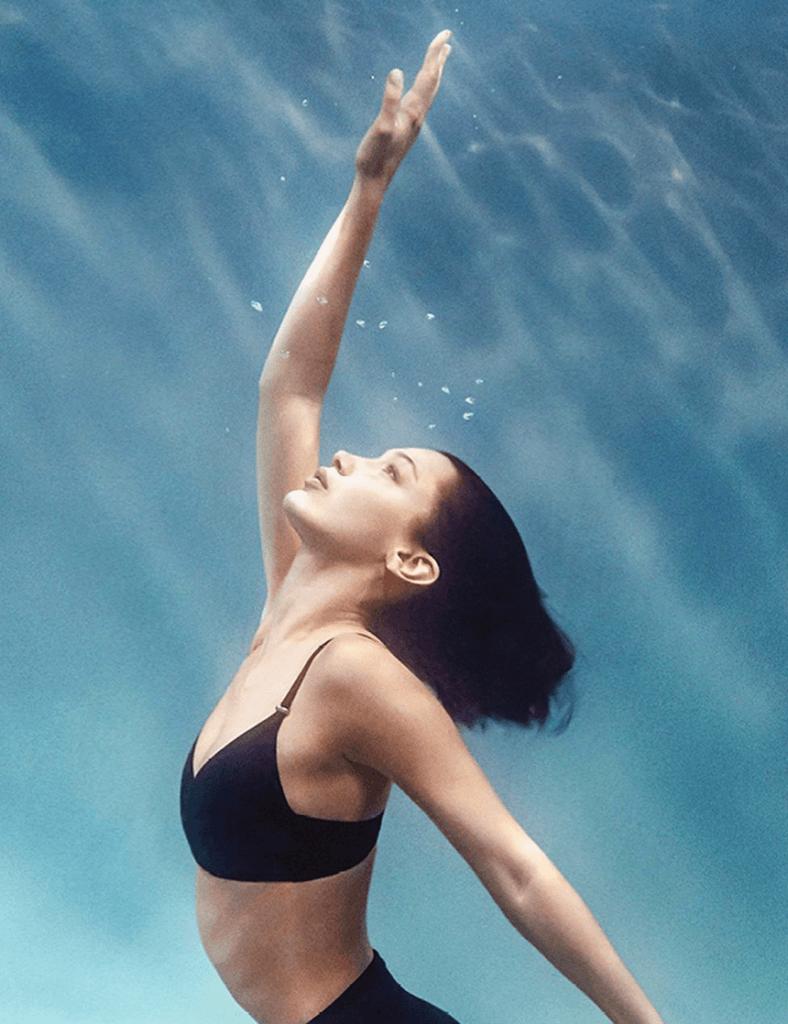 Белла Хадид снялась в летней коллекции Calvin Klein
