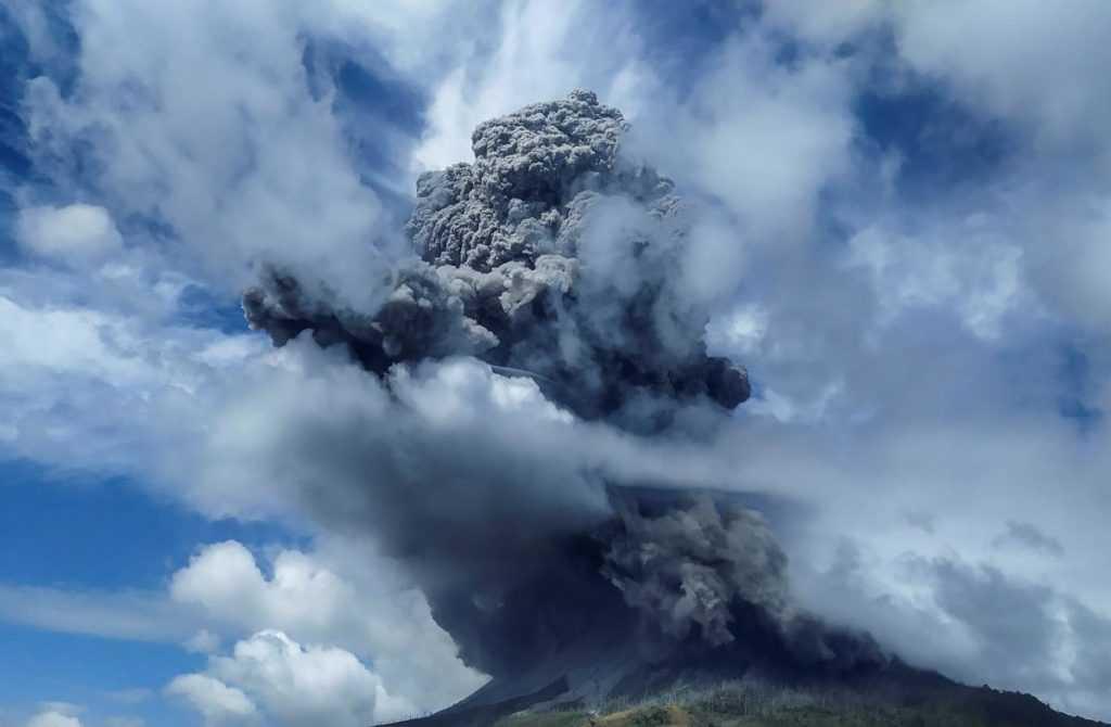 В Индонезии проснулся вулкан