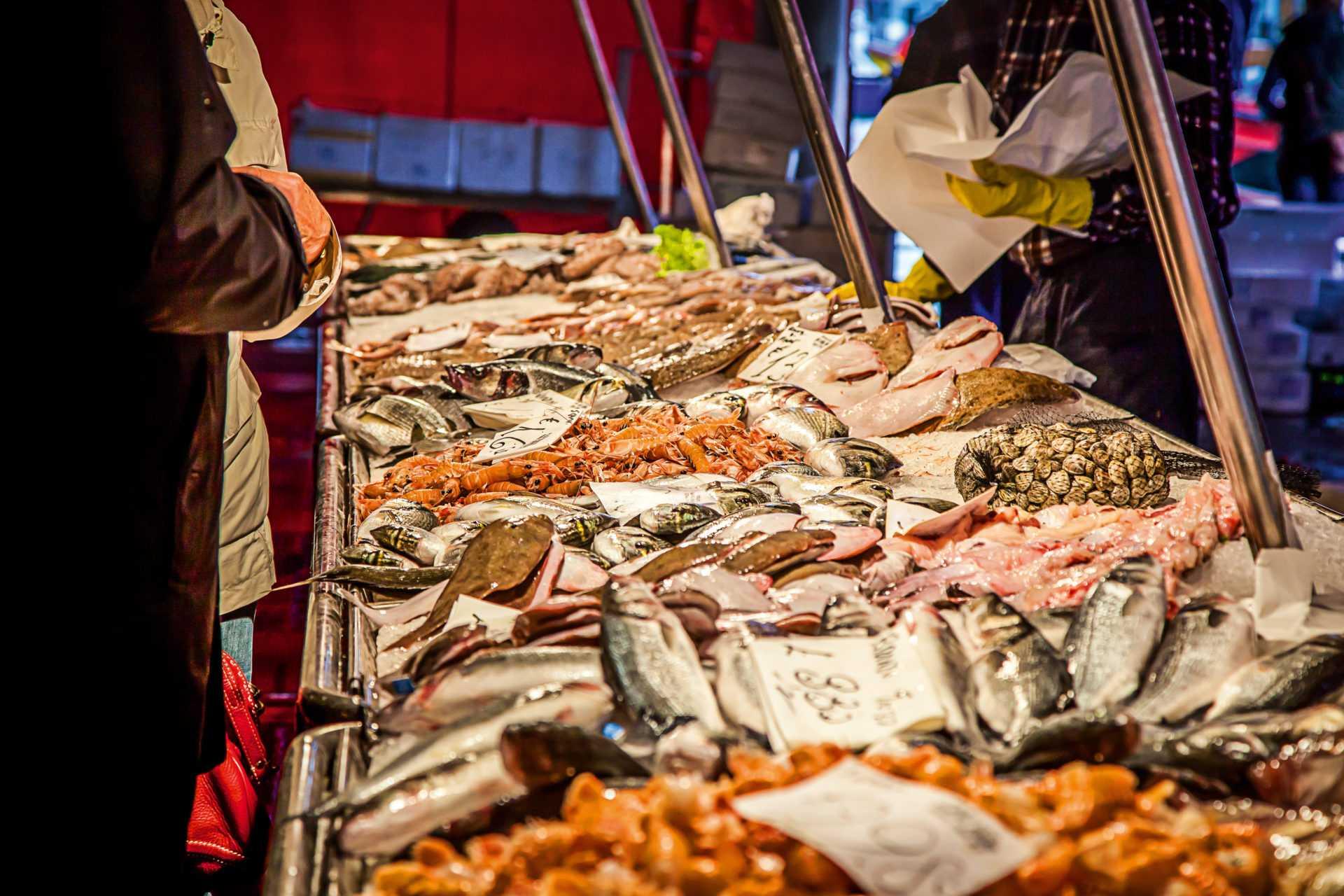 что попробовать в Венеции: рыбный рынок «Риальто»