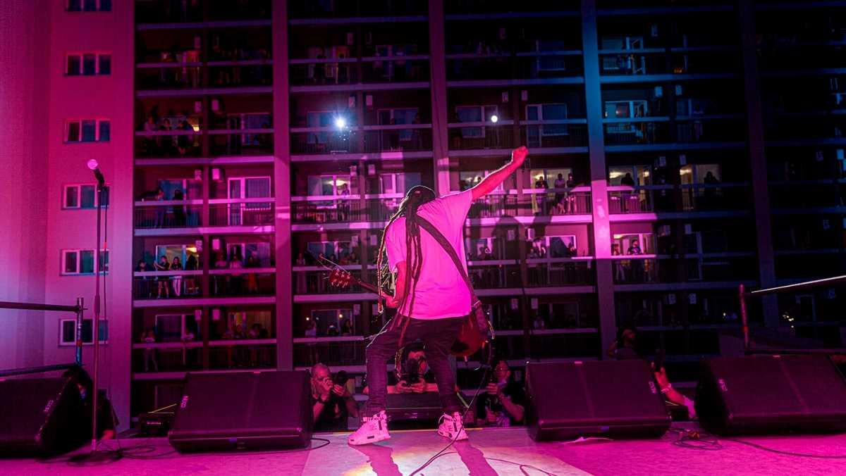 Вертикальные концерты на крыше отеля
