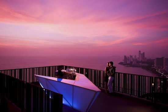 Horizon Rooftop bar