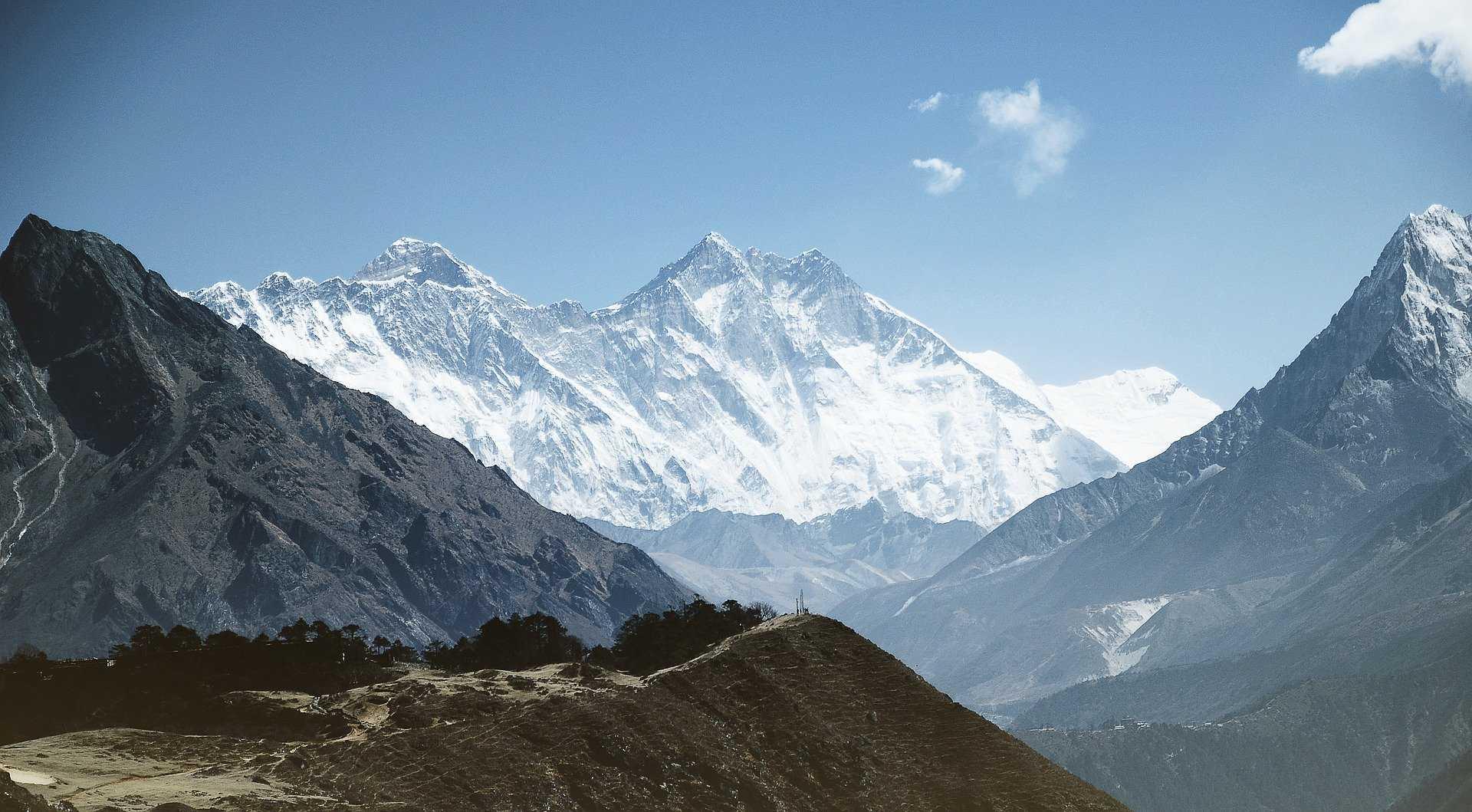 Эверест вновь открыт для путешественников