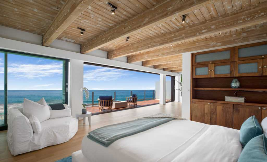 Роскошный дом на берегу океана: Мэтью Перри выставил особняк на продажу