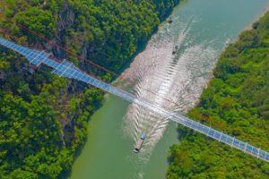 самый длинный в мире стеклянный мост