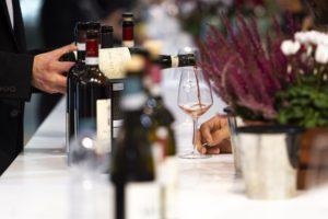 На ярмарке можно попробовать также местные вина