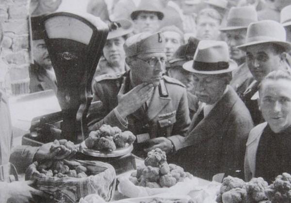 Трюфельная торговля в Альбе 1930-х