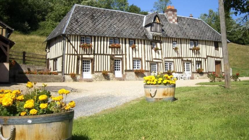 Яблочная Нормандия Владельцы напитка - семья, которая выращивает урожай в самом сердце Ливаро-Пеи-д'Ож