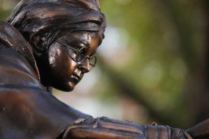 В Лондоне открыли первый в мире памятник Гарри Поттеру