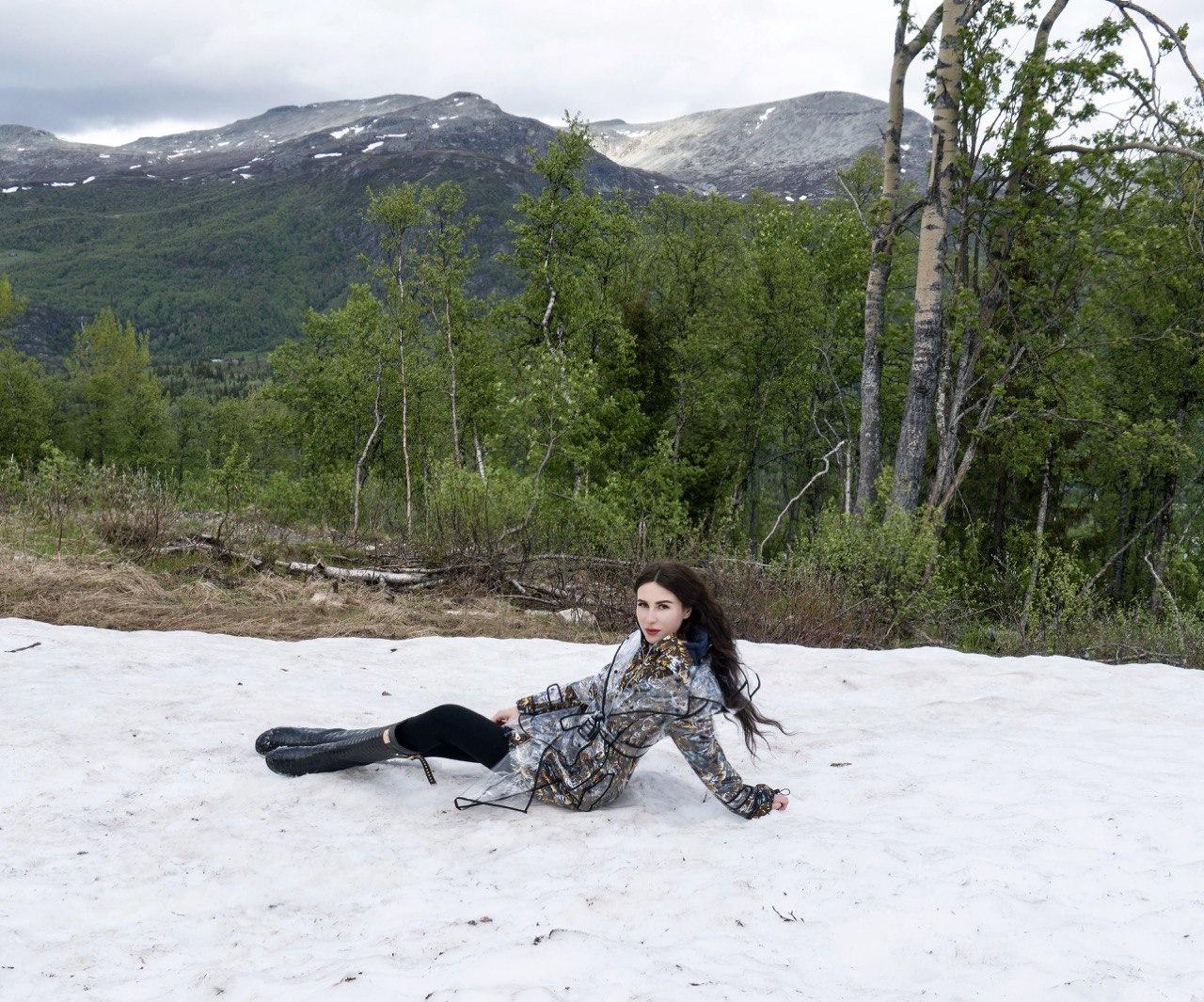 Норвегия летом снег