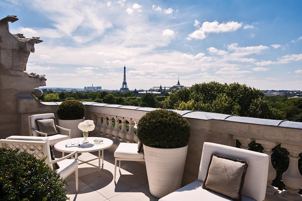 отель париж с видом на Эйфелеву башню
