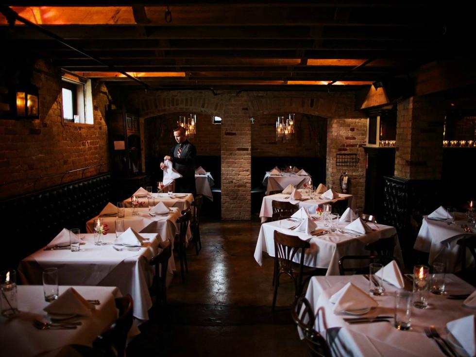 ТОП-10 звезд, которые открыли свои рестораны: Bess Bistro