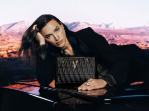 Ирина Шейк и Адут Акеч в праздничной рекламе Versace