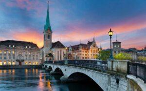 Названы самые дорогие города мира
