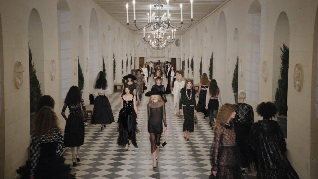 Модный дом Chanel представил коллекцию в замке Шенонсо