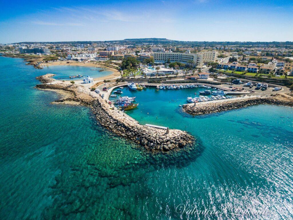 Кипр открывает границы для путешественников